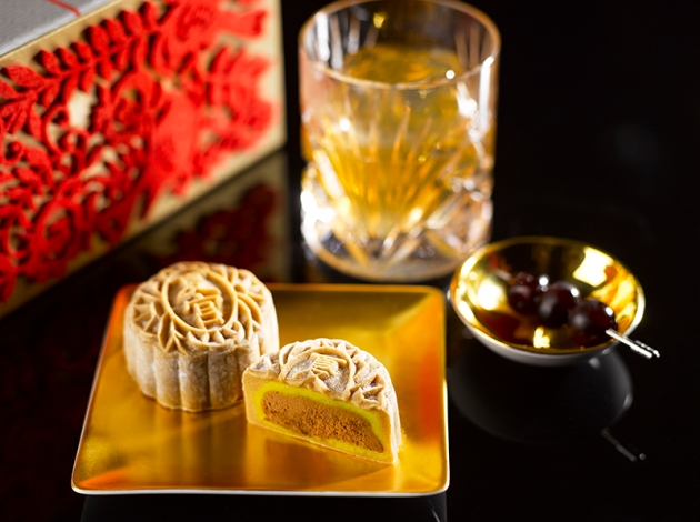 Regent Singapore - Manhattan Mooncake (Snowskin) - Review by Gourmet Adventures