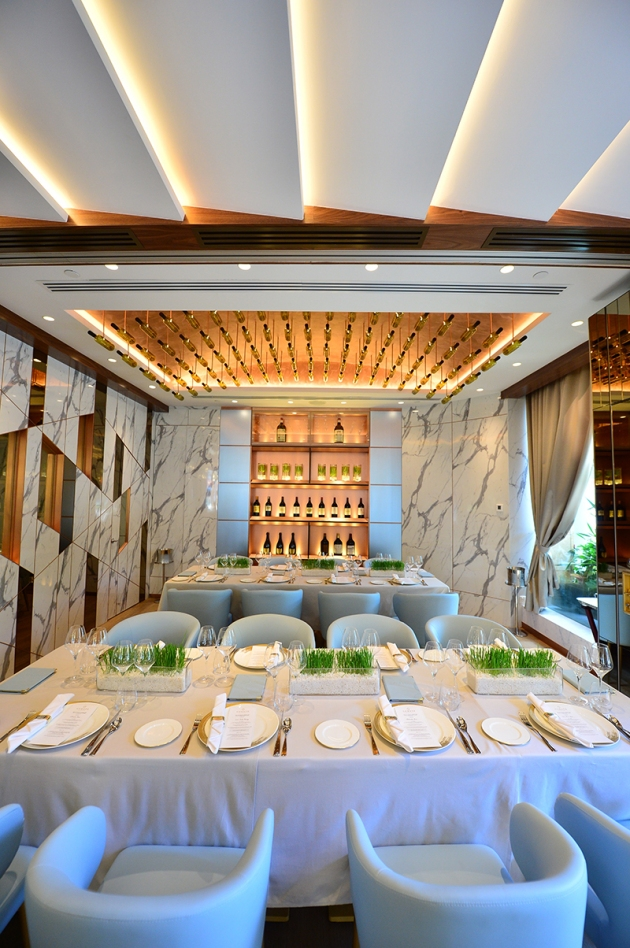 Art at Curate Resort World Sentosa - 3 Michelin Star Chef Massimiliano Alajmo - Interior 2 - Review by Gourmet Adventures