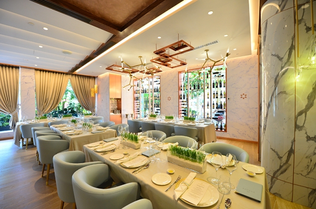 Art at Curate Resort World Sentosa - 3 Michelin Star Chef Massimiliano Alajmo - Interior 3 - Review by Gourmet Adventures