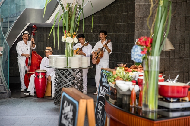 Capella Singapore Sunday Brunch - Live Band - Review by Gourmet Adventures