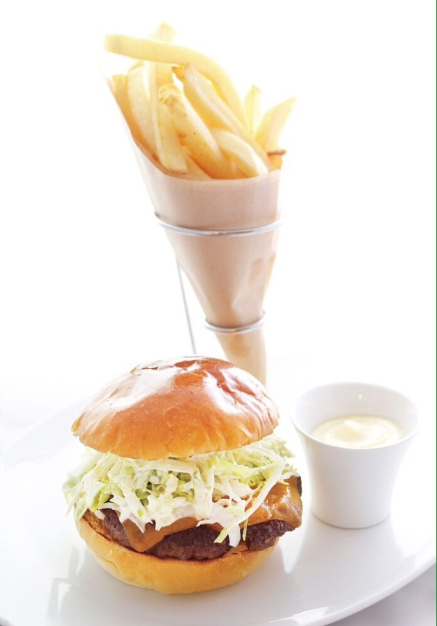 famous-david-burger-david-myers-cafe-ginza-tokyo-review-by-mandy-lynn-gourmet-adventures