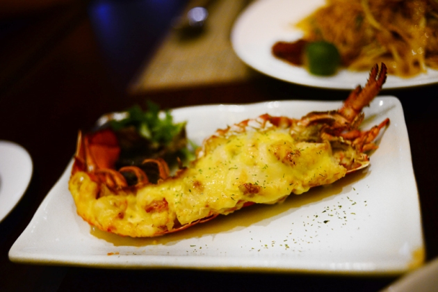 le-meridien-baked-boston-lobster-with-hollandaise-review-by-gourmet-adventures